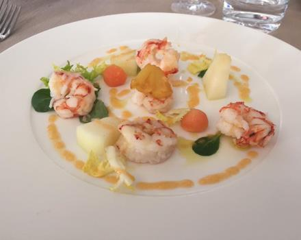 Shrimp salad with pineapple and melon: specialties of L''Olimpo Restaurant in Catanzaro Lido
