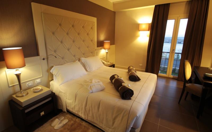 Camere hotel a catanzaro lido best western plus hotel for 4 stelle arredamenti