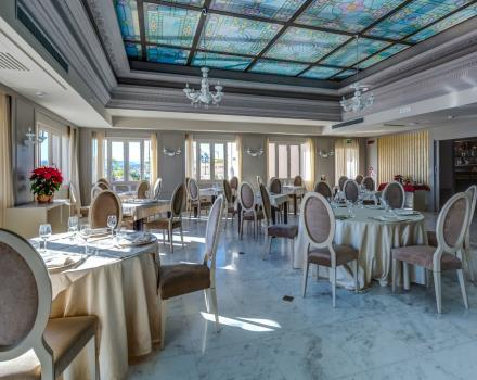 We are waiting for you at the restaurant by the Best Western Plus Olympus Hotel Perla del Porto in  Catanzaro!
