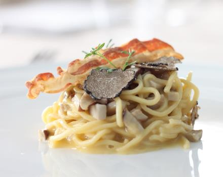 Carbonara with mushrooms with Bacon of Banks and black truffle of Pollino-Hotel Perla del Porto